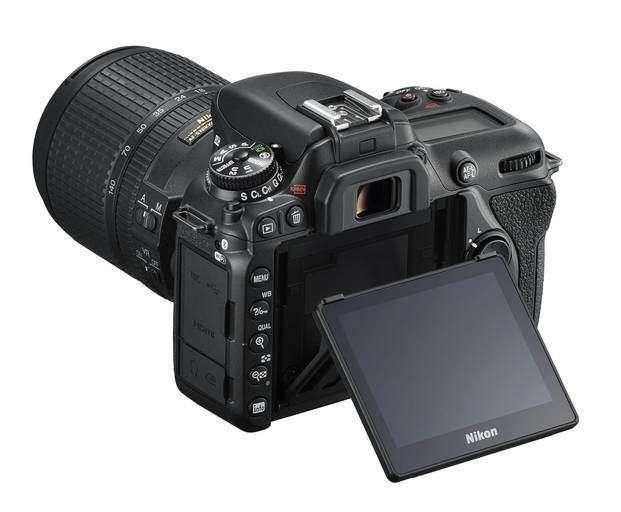 Nikon_D7500_review_Photoandtips.com_d7500_tilt_3